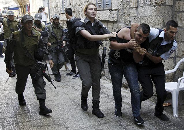 Polizia israeliana ferma un palestinese