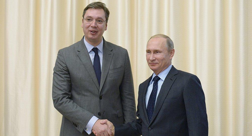 Premier serbo Alexandr Vucic con il presidente russo Vladimir Putin