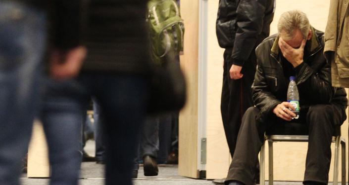 Родственники погибших в результате авиакатастрофы в Египте в аэропорту Пулково