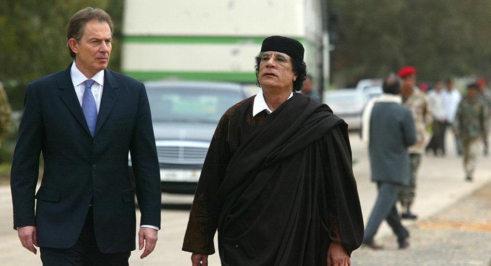 Tony Blair e Muammar Gheddafi (marzo 2004)