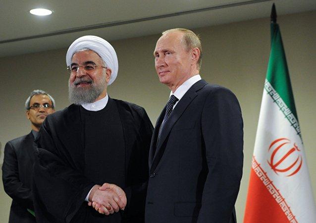 Presidenti di Iran e Russia Hassan Rouhani e Vladimir Putin (foto d'archivio)