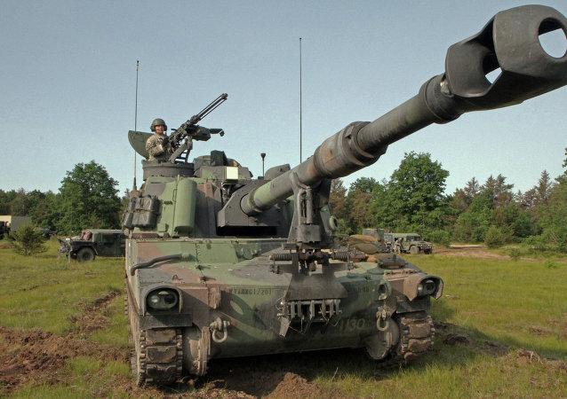 Obice d'artiglieria USA Paladin M109A6 (foto d'archivio)