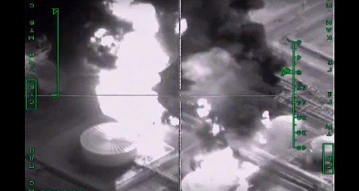 Distruzione raffineria ISIS