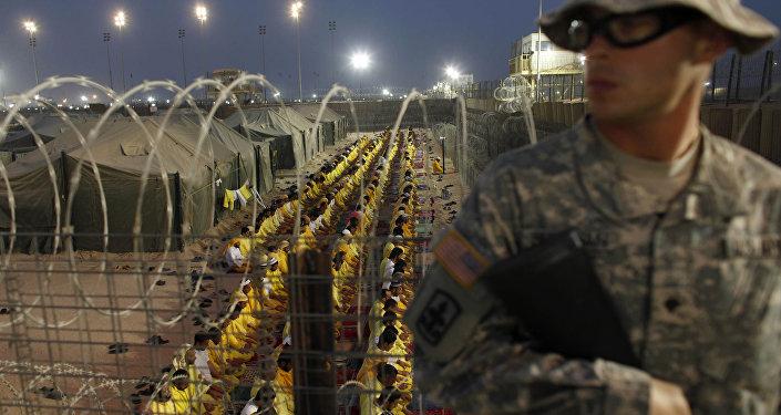Un soldato americano a Camp Bucca, in Iraq.
