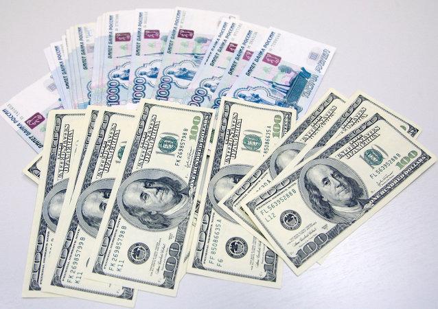 Dollaro USD e Rublo russo