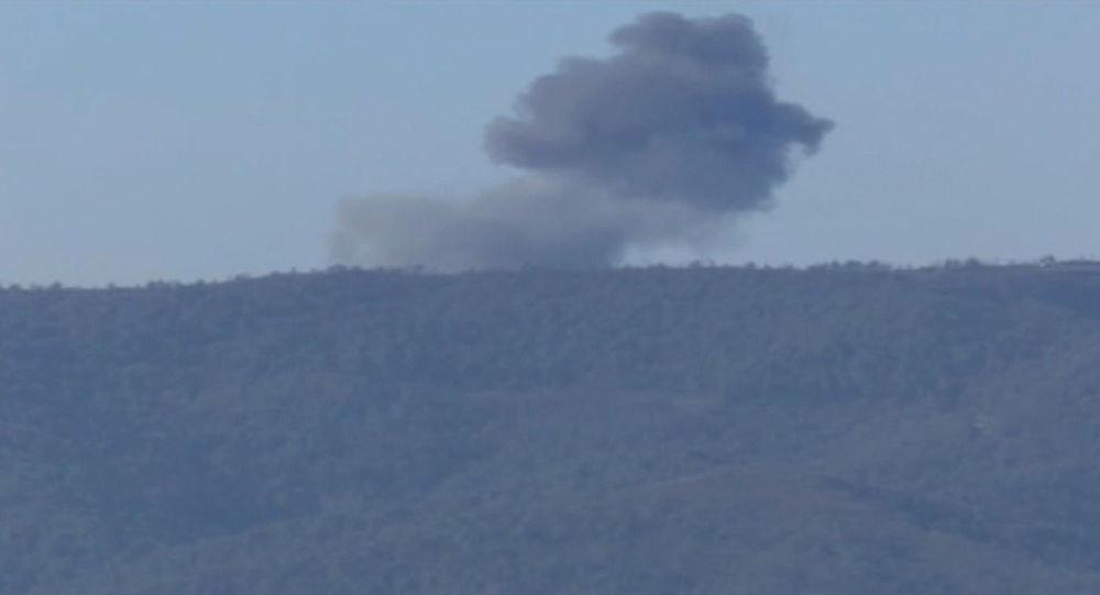 Schianto bombardiere russo Su-24 al confine turco-siriano (foto d'archivio)