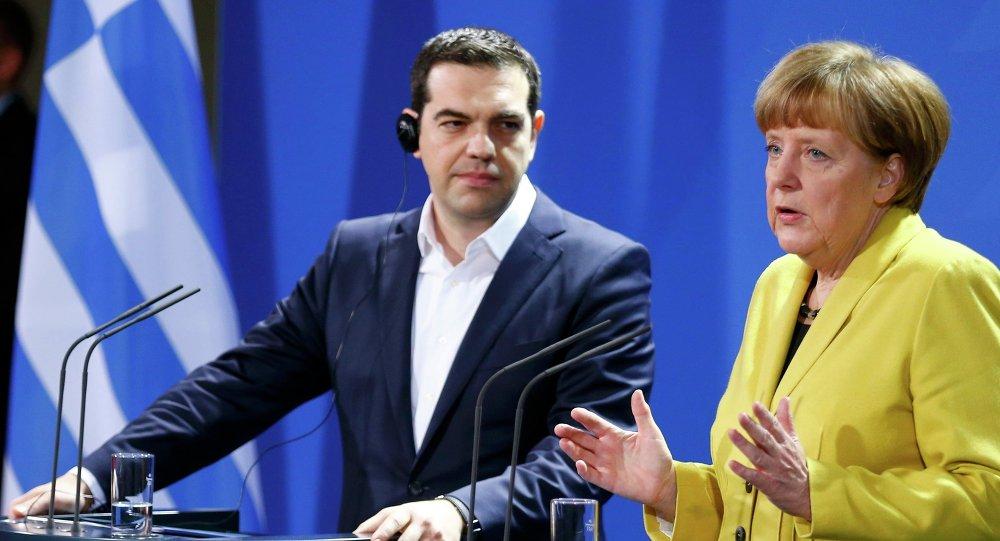 La Merkel e il leader greco.
