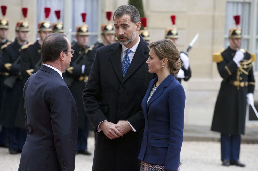 Il presidente francese Hollande ed i reali di Spagna Felipe e Letizia all'Eliseo a Parigi