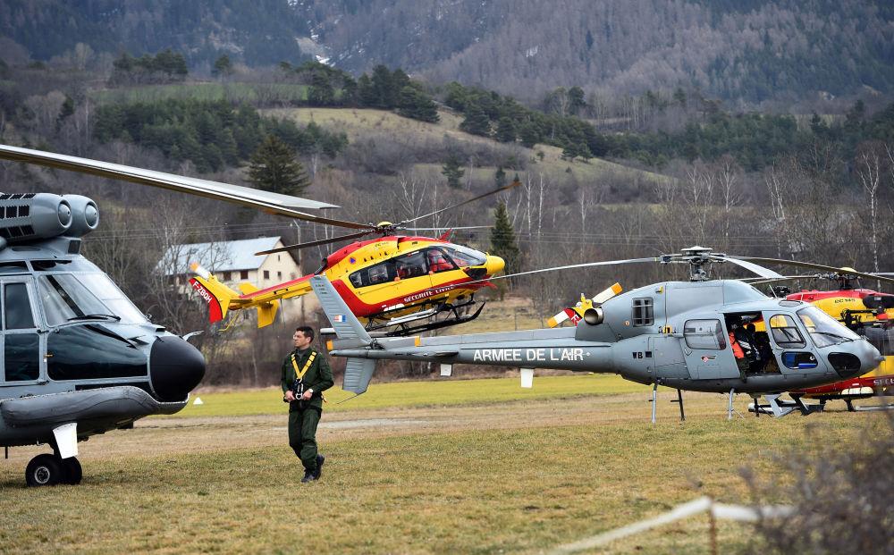 Elicotteri dell'aeronautica francese a Seyne, nel sud-est della Francia.