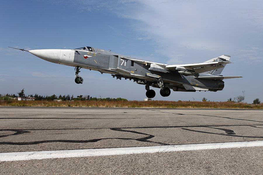 Su-24 alla base Hmeymim in Siria