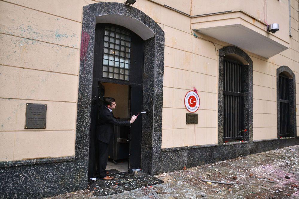 Proteste davanti all'ambasciata turca a Mosca