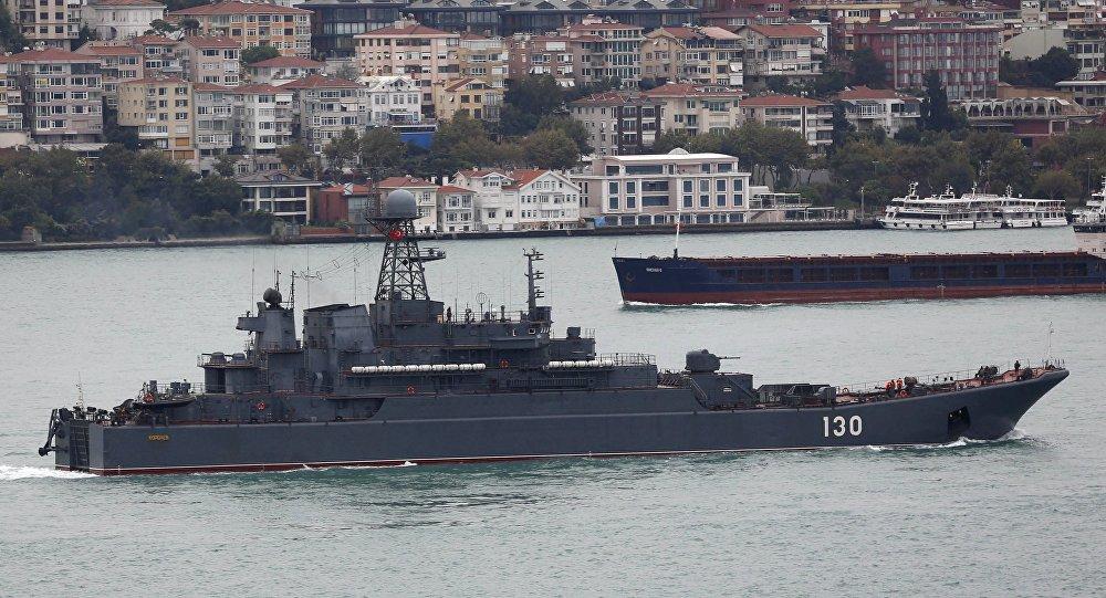 Nave militare russa nel Bosforo (foto d'archivio)
