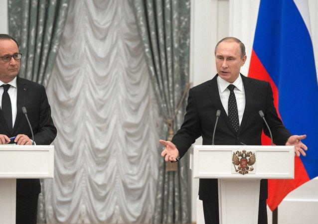 Il presidente francese Francois Hollande e il presidente russo Vladimir Putin