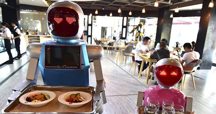 Due robot scelgono il cibo