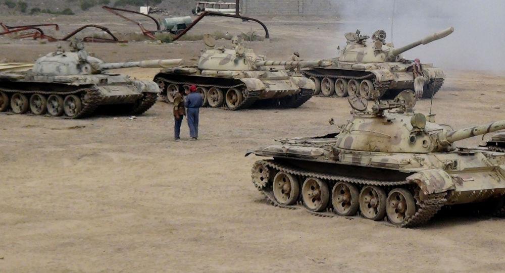 I militari leali al presidente Abed Rabbo Mansour Hadi nei pressi della citta di Aden