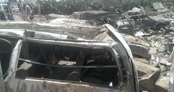 Auto carbonizzate nelle strade di Sanaa