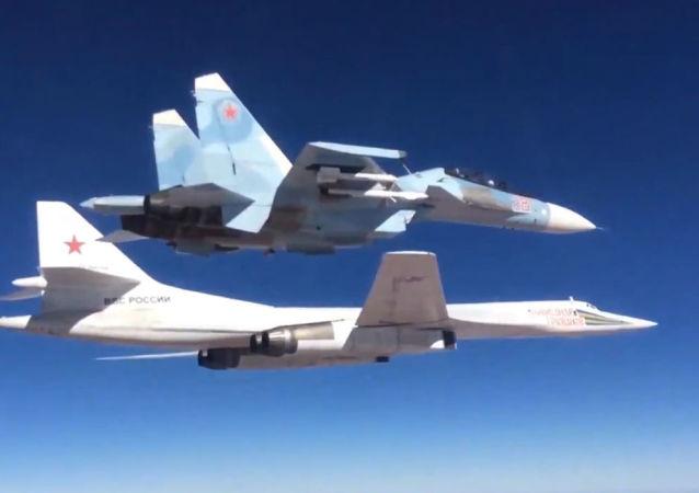 Caccia Su-30СМ e bombardiere Тu-160 dell'Aviazione russa