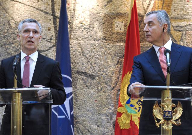 Il Secretario Generale Jans Soltenber  e il Primo Ministro montenegrino Milo Djukanovic
