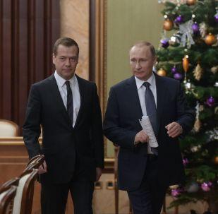 Vladimir Putin con primo ministro Medvedev