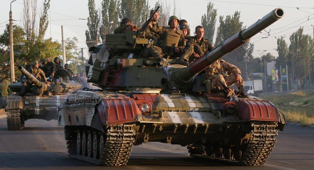 Carri armati ucraini nei pressi di Mariupol