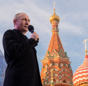 Vladimir Putin sullo sfondo del Cremlino