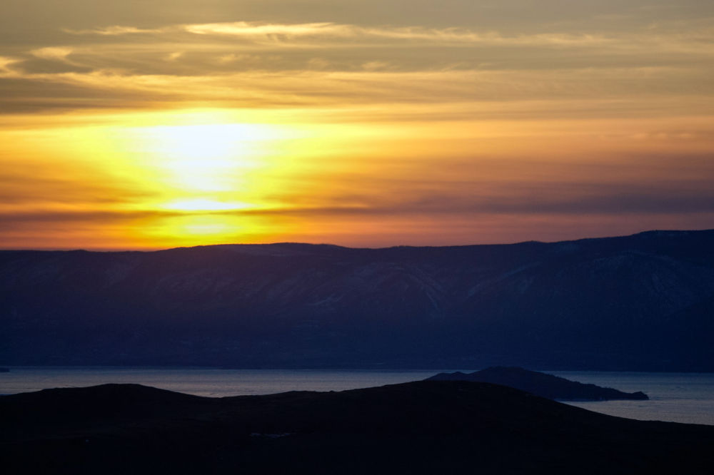 Veduta dello stretto del Piccolo Mare tra la terraferma e l'isola di Olkhon.