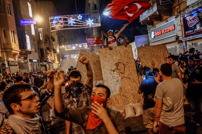 Proteste in strada a Istanbul nel 2013
