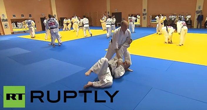 Vladimir Putin partecipa a un allenamento della nazionale russa di judo