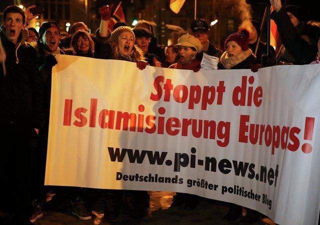 Proteste contro islam a Colonia, Germania, il 5 gennaio, 2016.