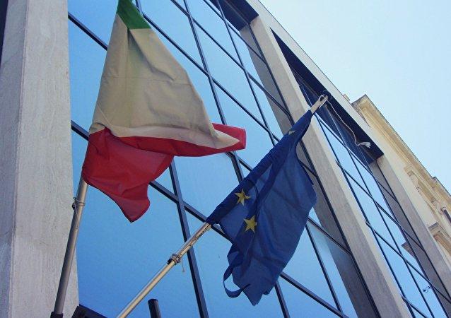 Le bandiere dell'Italia e dell'UE