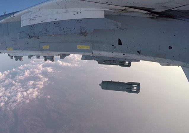 Su-24M decolla dalla base aerea Hmeimim