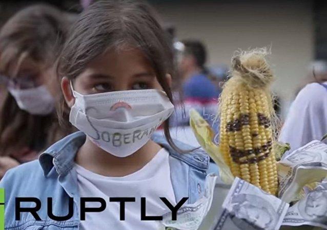 Proteste a Santiago contro l'adesione al TPP