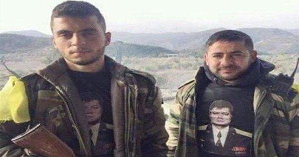 Volontari siriani con t-shirt commemorativo del pilota russo Oleg Peshkov