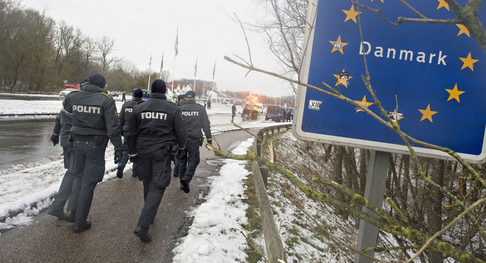 Polizia danese al confine con la Germania