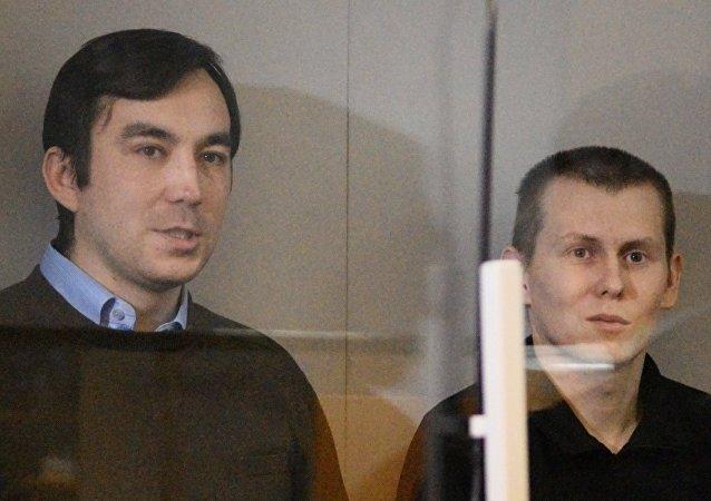 Yevgeny Yerofeyev e Alexander Alexandrov nella corte a Kiev