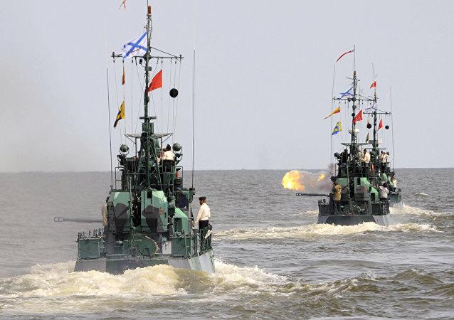 Esercitazioni delle truppe anfibie nel mar Caspio