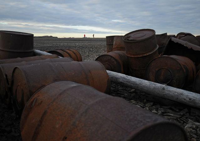 Rifiuti metallici in arcipelago Nov