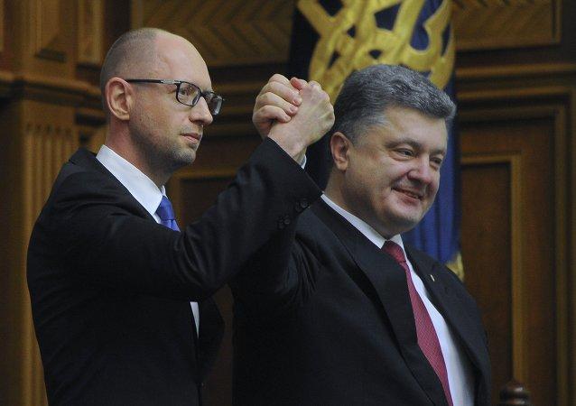 Arseniy Yatsenyuk e Petr Poroshenko (foto d'archivio)