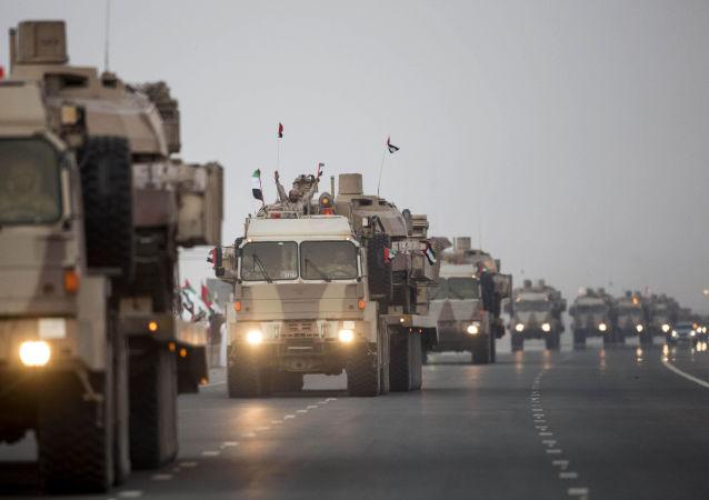 Convoglio dell'esercito degli Emirati Arabi in Yemen