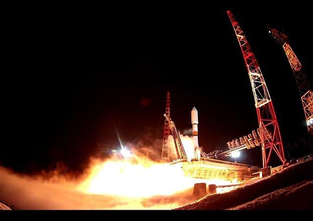 Il lancio del razzo-vettore Soyuz 2.1b