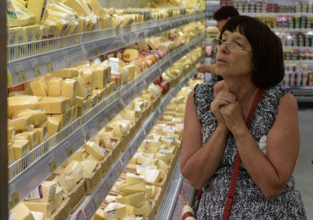 Scaffali di un supermercato russo