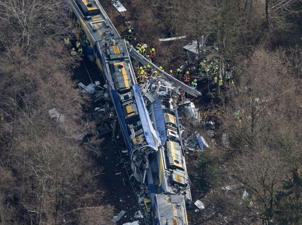 In Baviera si sono scontrati due treni passeggeri e alcuni vagoni sono deragliati. L'incidente è avvenuto nei pressi della città di Bad Aibling.