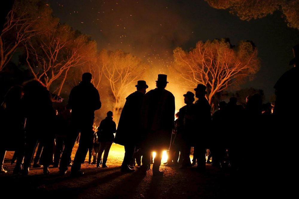 I partecipanti della cerimonia Il funerale della sardina che porre fine al carnevale a Madrid, Spagna.