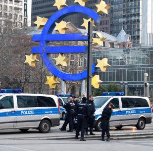 Il simbolo della Banca Centrale Europea a Francoforte