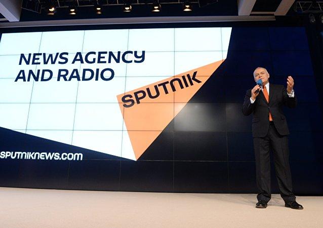 Il direttore generale di Rossiya Segodnya Dmitry Kiselevalla presentazione di Sputnik, nuovo marchio nel mondo dei mass media internazionali