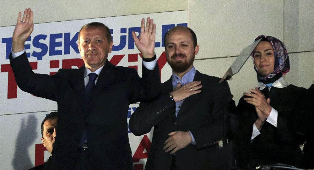 Il presidente turco Recep Tayyip Erdogan con suo figlio Bilal Erdogan e sua figlia Sumeyye Erdogan.