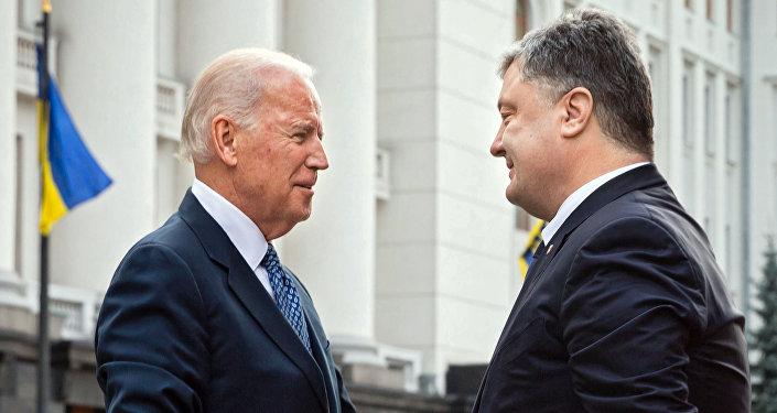 Joe Biden e Petro Poroshenko