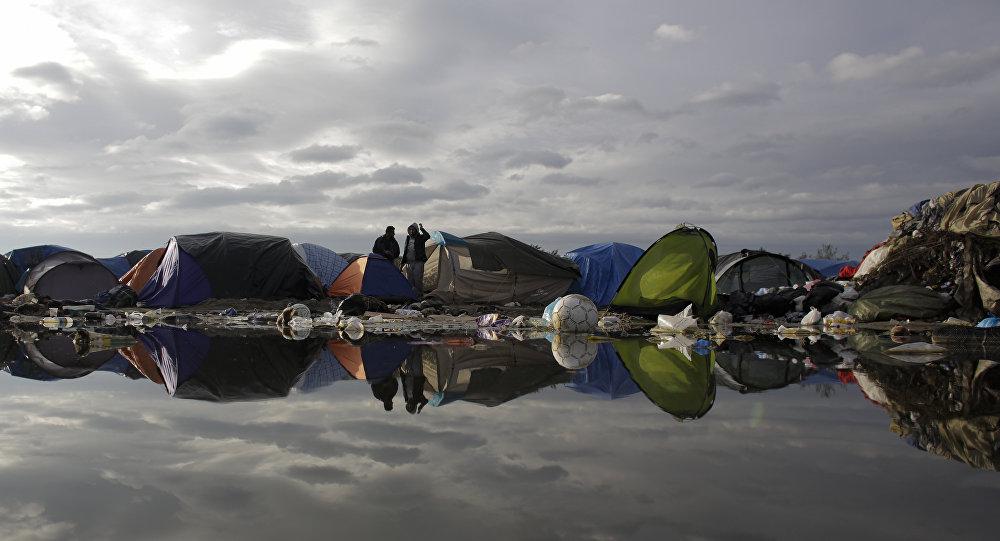 Migranti, caos e fiamme nella 'Giungla' di Calais