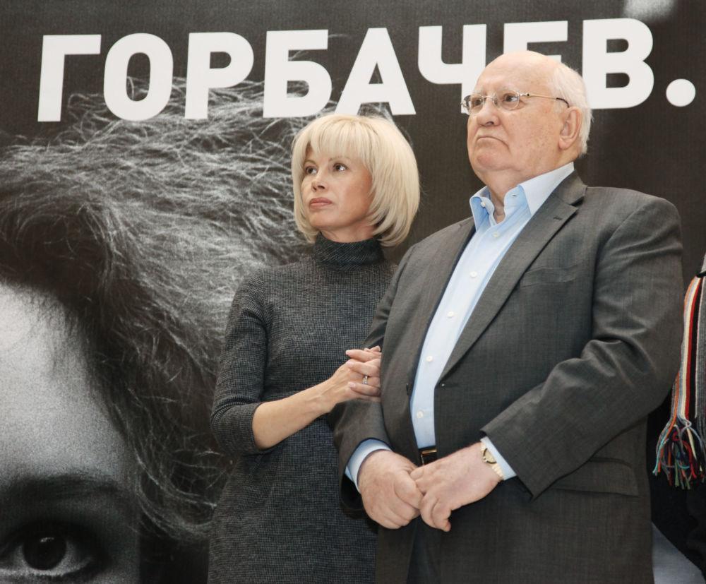 L'ex presidente dell'URSS Mikhail Gorbaciov con sua figlia alla mostra Mikhail Gorbaciov. Perestroika.