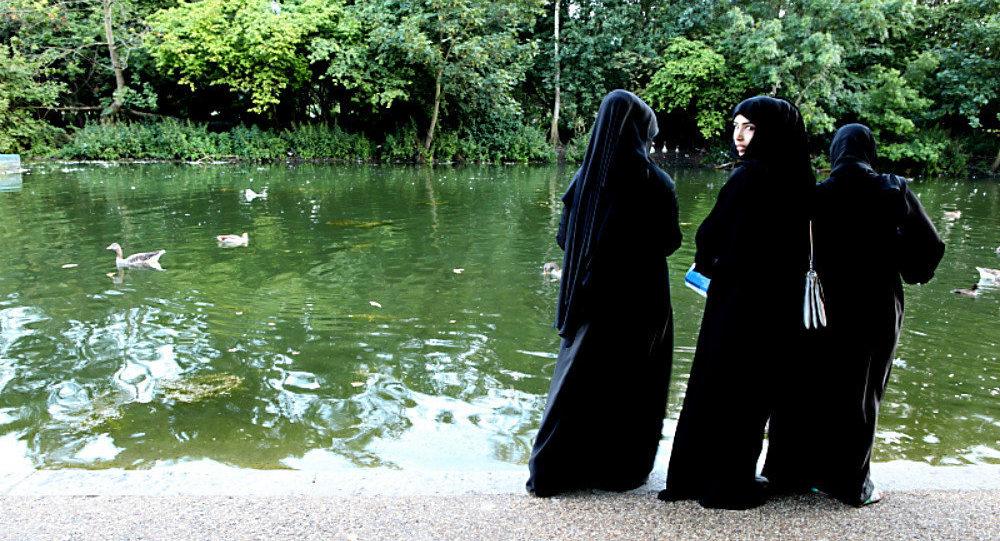 Austria, da oggi è illegale girare con burqa e niqab